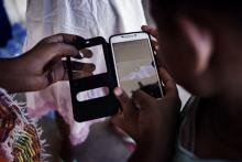 Image of a refugee using a mobile phone. From ODI/Gabriel Pecot (https://www.flickr.com/photos/overseas-development-institute/33059506181/)